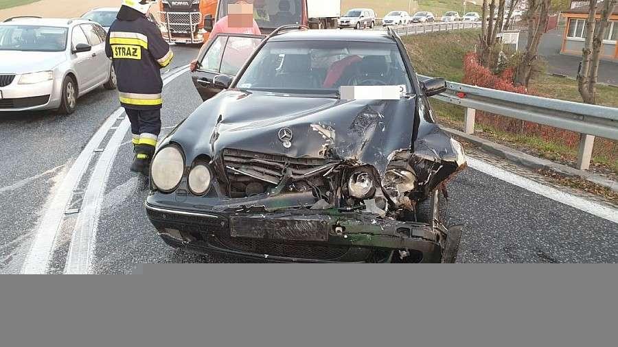 Wypadki drogowe, Kolejne zderzenie zjeździe autostrady Kostomłotach - zdjęcie, fotografia