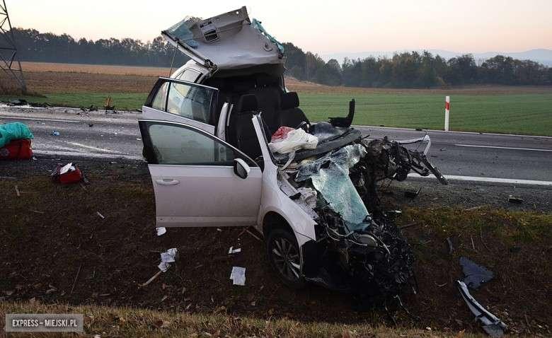 Wypadki drogowe, Czołowe zderzenie krajowej ósemce lądował helikopter - zdjęcie, fotografia