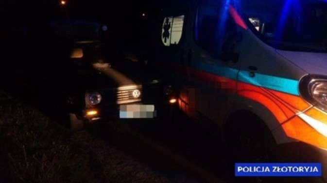 Wypadki drogowe, Pijany kierowca zakończył jazdę uderzając karetkę pogotowia - zdjęcie, fotografia