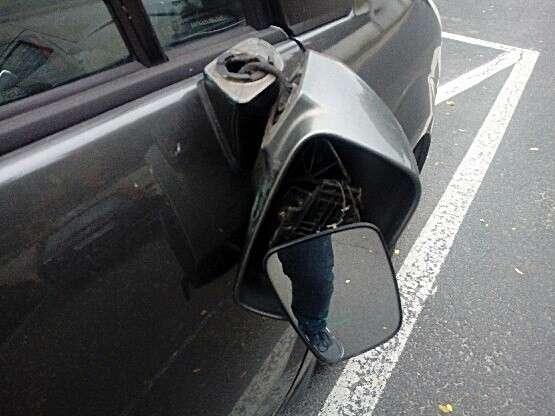 Z ostatniej chwili, złości uszkodził cztery samochody Został zatrzymany przez policjantów - zdjęcie, fotografia