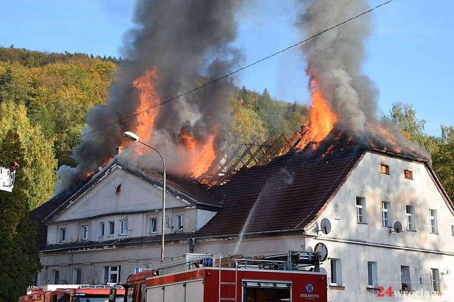 Pożary, Pożar wielorodzinnego Jelenią Górą - zdjęcie, fotografia