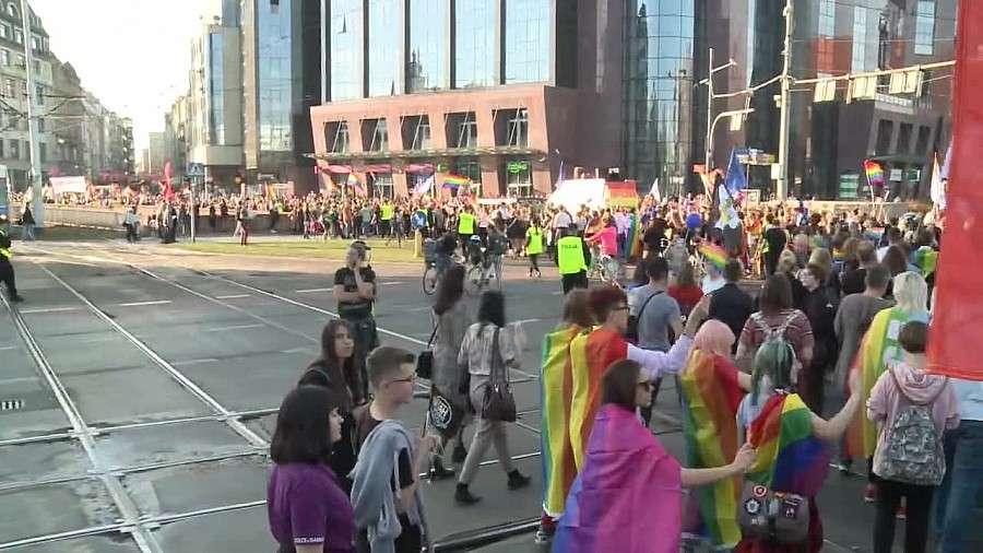 """Z ostatniej chwili, """"Kopali wyzywali uciekli"""" Kobieta zaatakowana Marszu Równości Wrocławiu - zdjęcie, fotografia"""