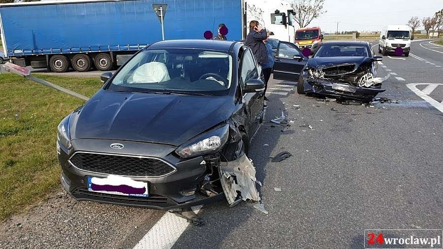 Wypadki drogowe, Wymusił pierwszeństwo doszło zderzenia - zdjęcie, fotografia