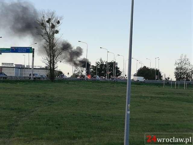 Pożary, Pożar samochodu Bielanach - zdjęcie, fotografia