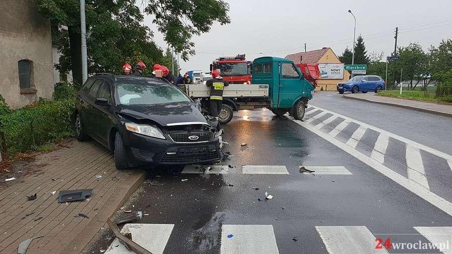 Wypadki drogowe, Czołowe zderzenie Wrocławiem - zdjęcie, fotografia