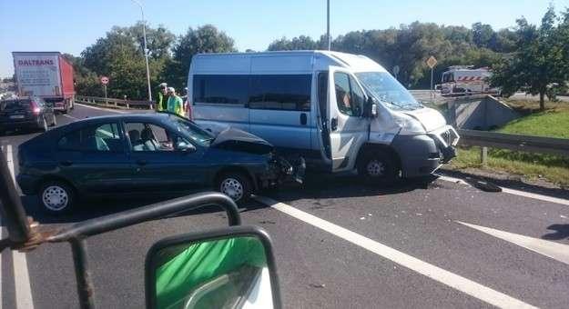 Wypadki drogowe, zderzyły pojazdy osoby trafiły szpitala - zdjęcie, fotografia