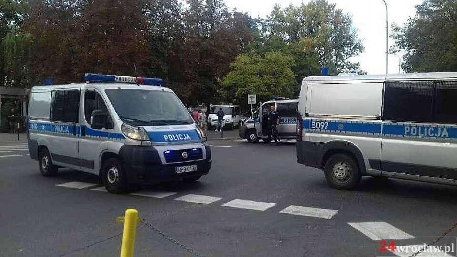 Wypadki drogowe, Zatrzymany Wrocławiu sprawca napadu poszukiwany pięć przestępstw - zdjęcie, fotografia