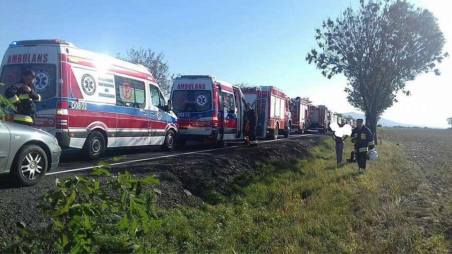 Wypadki drogowe, Groźne zderzenie autobusów drodze Wrocław Świdnica Osiem osób zostało rannych - zdjęcie, fotografia