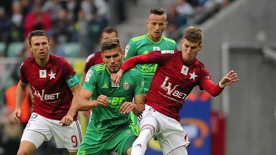 Piłka nożna, Ondrasek strzela Wisła znów wygrywa Biała Gwiazda końcówce zapewniła sobie zwycięstwo - zdjęcie, fotografia