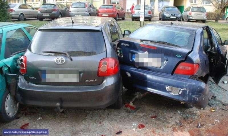 Wypadki drogowe, Jechał mając promile alkoholu organizmie staranował pojazdy - zdjęcie, fotografia