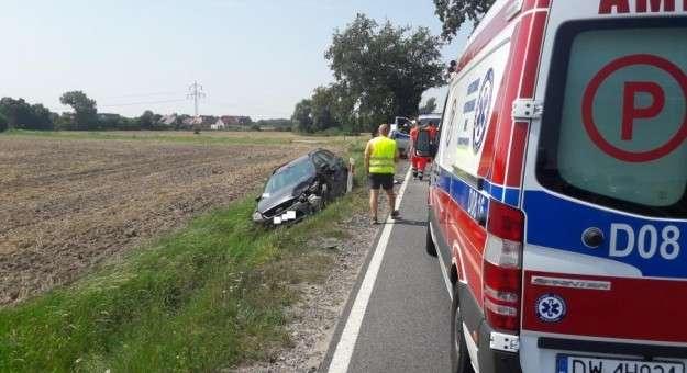 Wypadki drogowe, Wypadek koło Cesarzowic - zdjęcie, fotografia