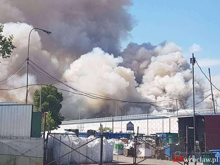 Pożary, Ogromny pożar Żernikach całym Wrocławiem - zdjęcie, fotografia