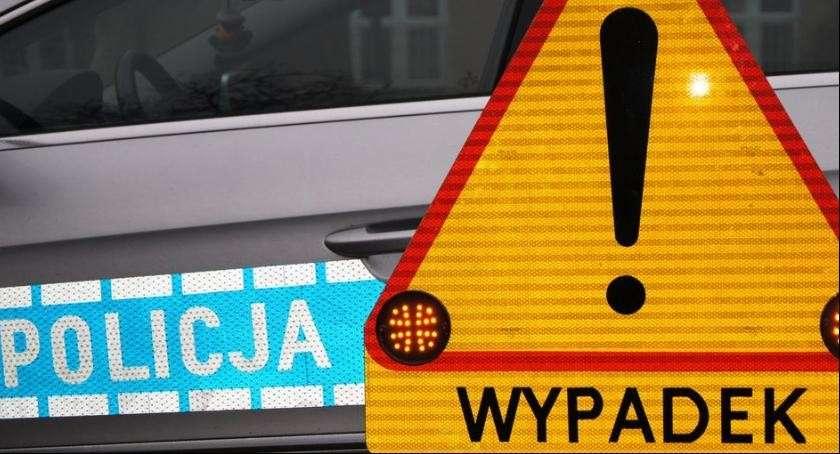 Wypadki drogowe, Czołowe zderzenie dwóch samochodów trasie Wrocław Świdnica - zdjęcie, fotografia