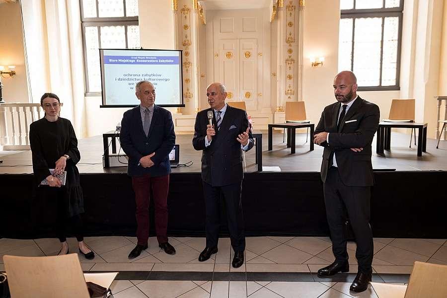 24wroclaw, Uroczyste wręczenie umów dotacyjnych remont wrocławskich zabytków - zdjęcie, fotografia