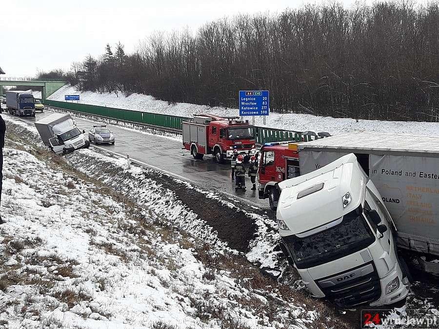 24wroclaw, Zdjęcia karambolu autostradzie - zdjęcie, fotografia