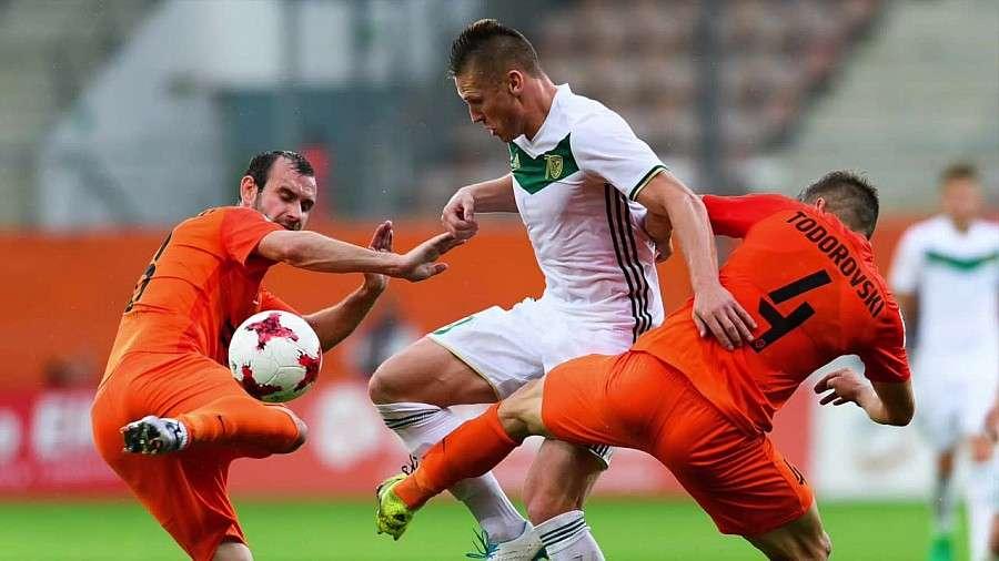 Piłka nożna, Zagłębie Lubin lepsze derbach Dolnego Śląska pomimo dziesiątkę - zdjęcie, fotografia