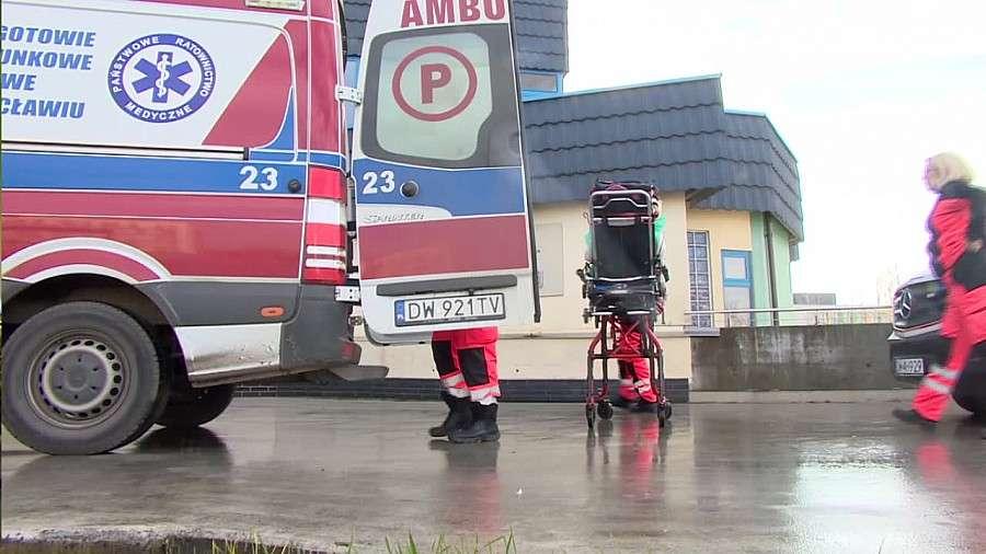 24wroclaw, Kolejki karetek Wrocławiu jesteśmy stanie przyjąć pacjentów jednocześnie - zdjęcie, fotografia