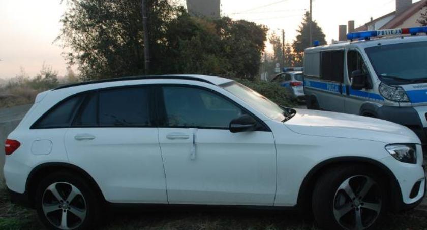 Kronika kryminalna, Policyjny pościg skradzionym autem - zdjęcie, fotografia
