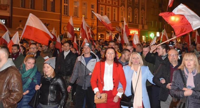 Społeczeństwo, Marsz Polski Niepodległej przeszedł ulicami Wrocławia - zdjęcie, fotografia