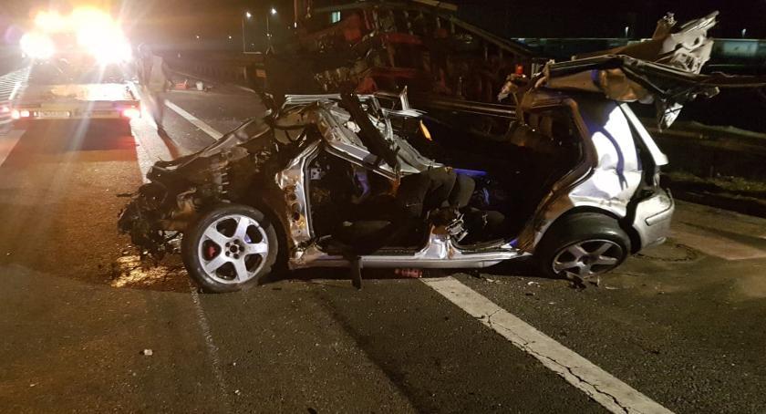 Wypadki drogowe, Czołowe zderzenie Wrocławiem osoby szpitalu jedna stanie krytycznym - zdjęcie, fotografia