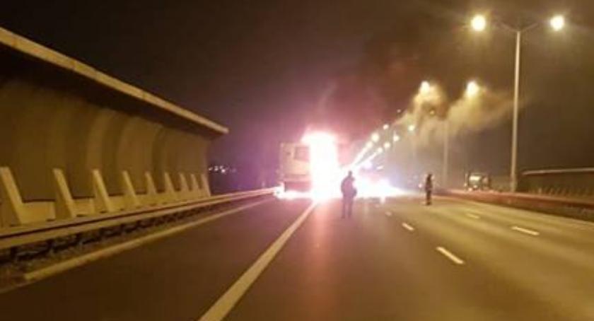 Pożary, Pożar ciężarowej chłodni - zdjęcie, fotografia