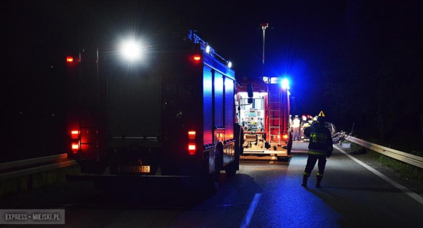 Wypadki drogowe, Jadąca sygnałach karetka zderzyła busem - zdjęcie, fotografia