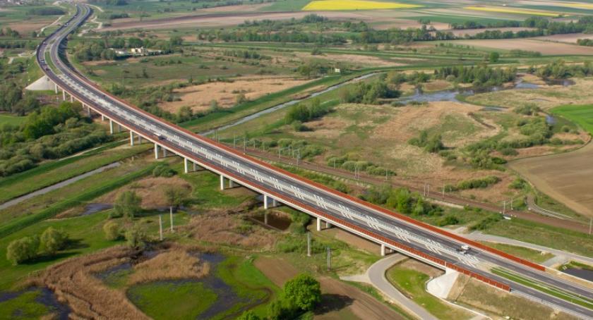 Społeczeństwo, droga ekspresowa wpływa środowisko Będzie analiza - zdjęcie, fotografia