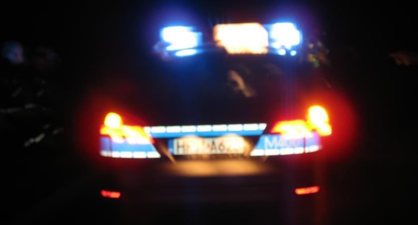 Wypadki drogowe, Rozbił samochodów poszukiwany nietrzeźwy - zdjęcie, fotografia