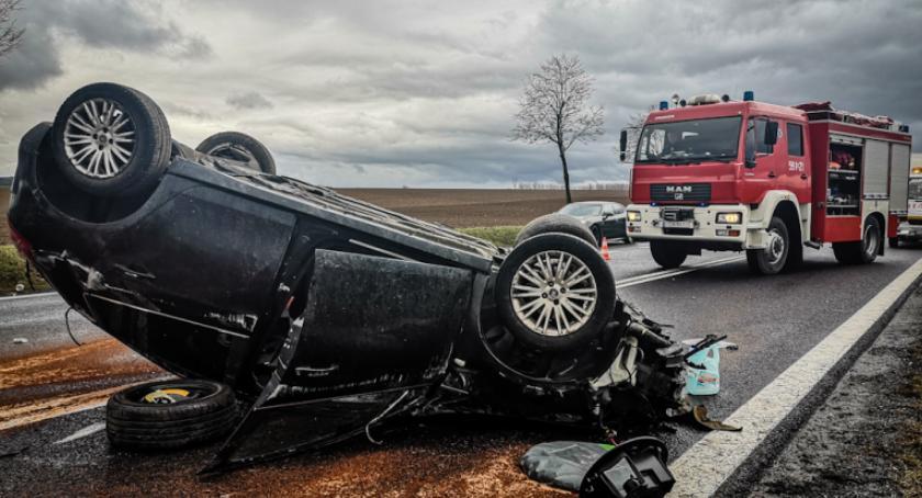 Wypadki drogowe, Dachowanie krajowej ósemce Kierowca szpitalu - zdjęcie, fotografia