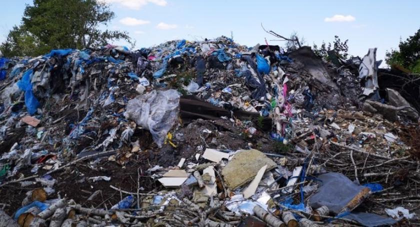 Społeczeństwo, Nielegalne składowisko odpadów - zdjęcie, fotografia