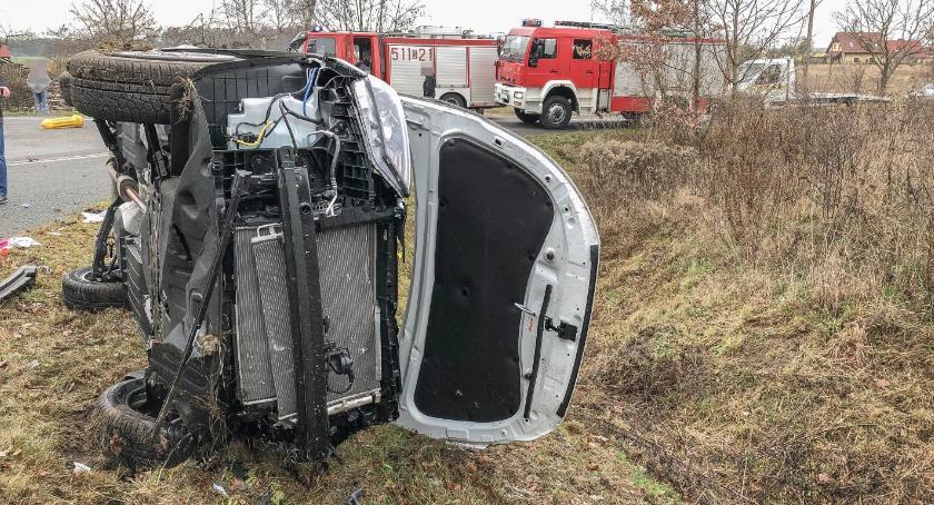 Wypadki drogowe, Sokołowicach zderzyły samochody miejscu interweniował śmigłowiec - zdjęcie, fotografia