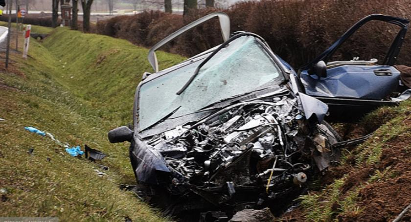 Wypadki drogowe, Śmiertelny wypadek Ząbkowicami - zdjęcie, fotografia