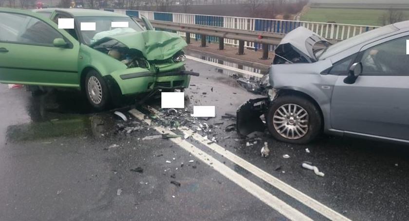 Wypadki drogowe, Czołowe zderzenie krajowej ósemce Kilka osób ciężko rannych - zdjęcie, fotografia