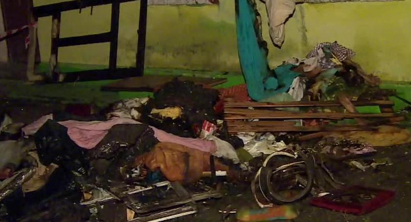 Pożary, Zaczęło dymić drzwi otwieram pożarze kamienicy zginęła jedna osoba - zdjęcie, fotografia