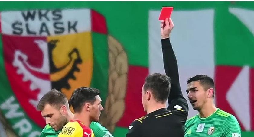 Piłka nożna, Nieuznany czerwona kartka remis Śląska Wrocław Koroną Kielce - zdjęcie, fotografia