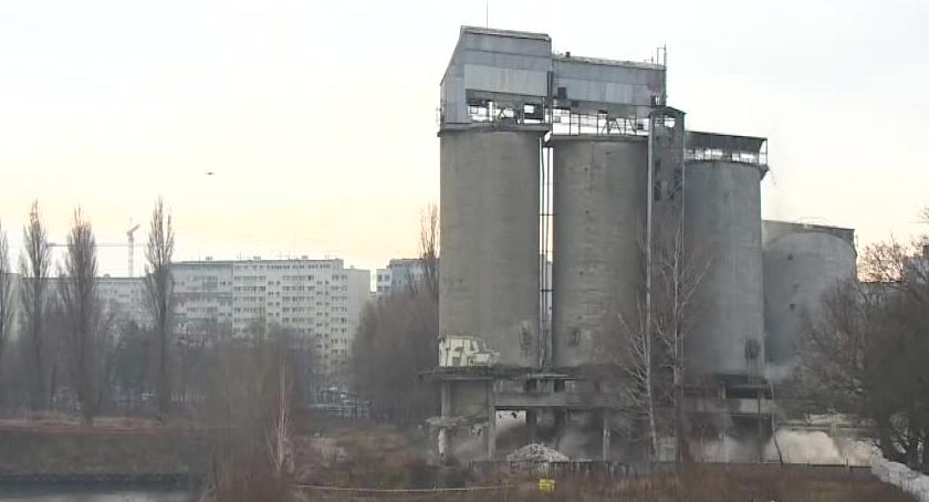 Miasto, Widowiskowe wyburzenie czterech silosów Wrocławiu Najwyższy miał metrów - zdjęcie, fotografia