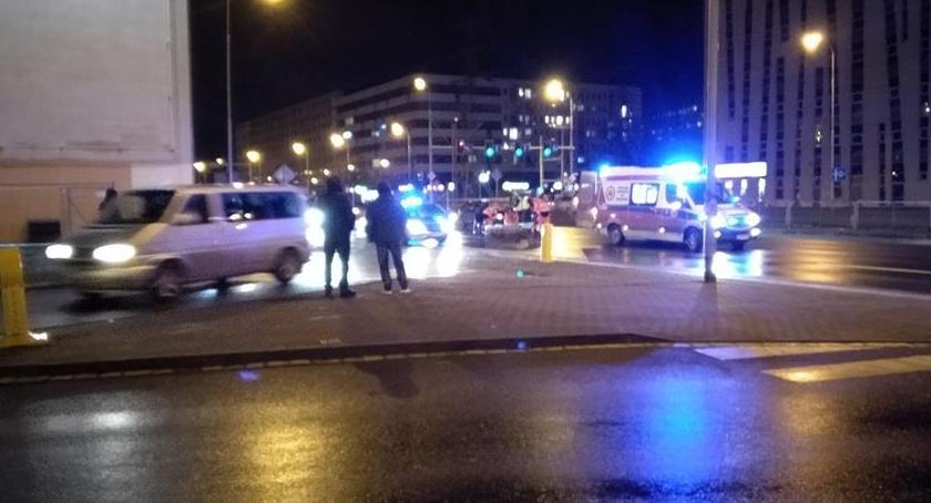 Wypadki drogowe, Pijany pieszy wpadł samochód - zdjęcie, fotografia