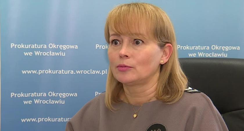 Społeczeństwo, Nagrywał zatrzymanie Igora Stachowiaka Prokurator oskarża przemoc wobec policjantów - zdjęcie, fotografia