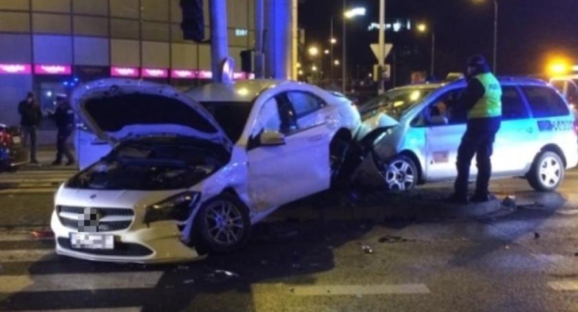 Wypadki drogowe, Kolizja Krzykach Poszkodowany taksówkarz miał uprawnień - zdjęcie, fotografia