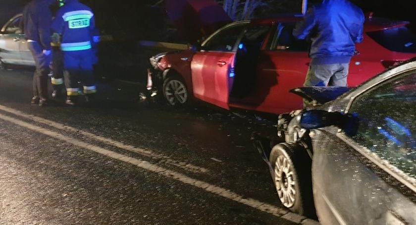 Wypadki drogowe, Wpadł poślizg zderzył dwoma autami Włącz Zello Radio telefonie - zdjęcie, fotografia