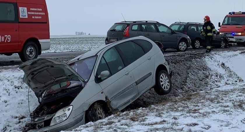 Wypadki drogowe, Zablokowana droga krajowa Strzegomiem Zderzenie czterech pojazdów - zdjęcie, fotografia