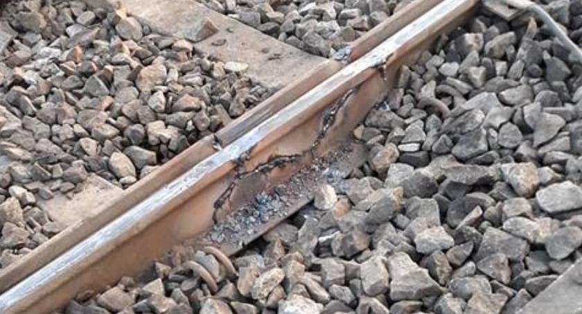 Komunikacja, Pęknięta szyna sparaliżowała tramwajowy - zdjęcie, fotografia