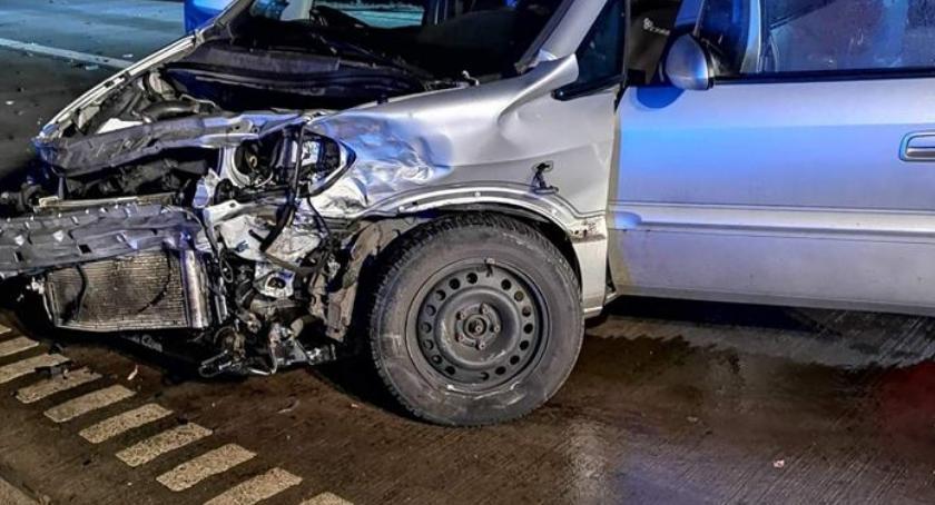 Wypadki drogowe, osoby ranne zderzeniu dwóch - zdjęcie, fotografia