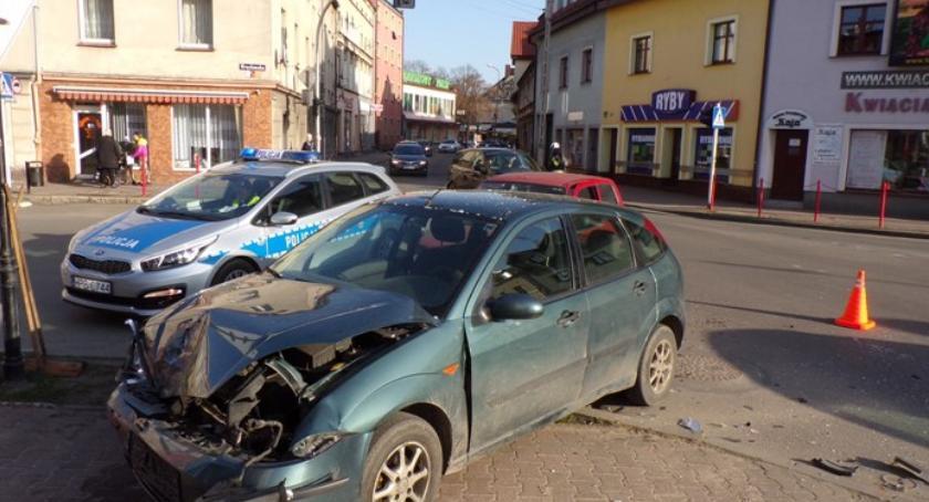 Wypadki drogowe, Wypadek skrzyżowaniu centrum Milicza - zdjęcie, fotografia
