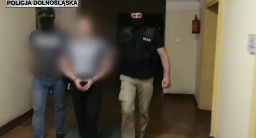 """Kronika kryminalna, Wrocławscy """"łowcy głów"""" zatrzymali kolejnych groźnych przestępców - zdjęcie, fotografia"""