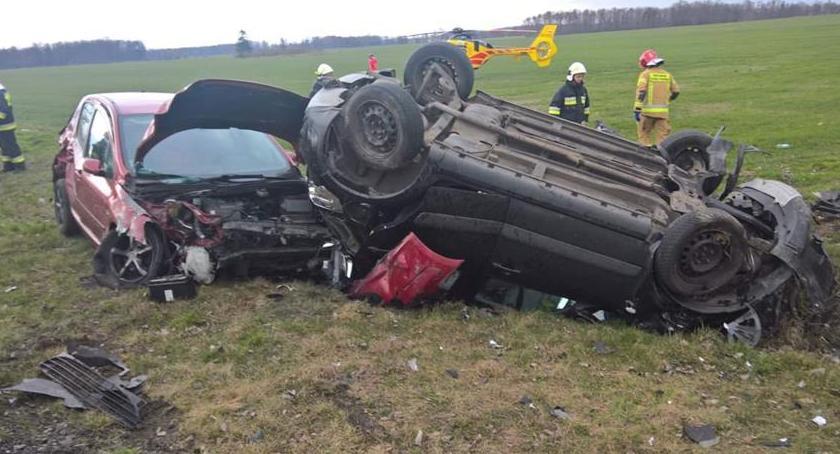 Wypadki drogowe, Cztery osoby ranne wypadku Wrocławiem - zdjęcie, fotografia