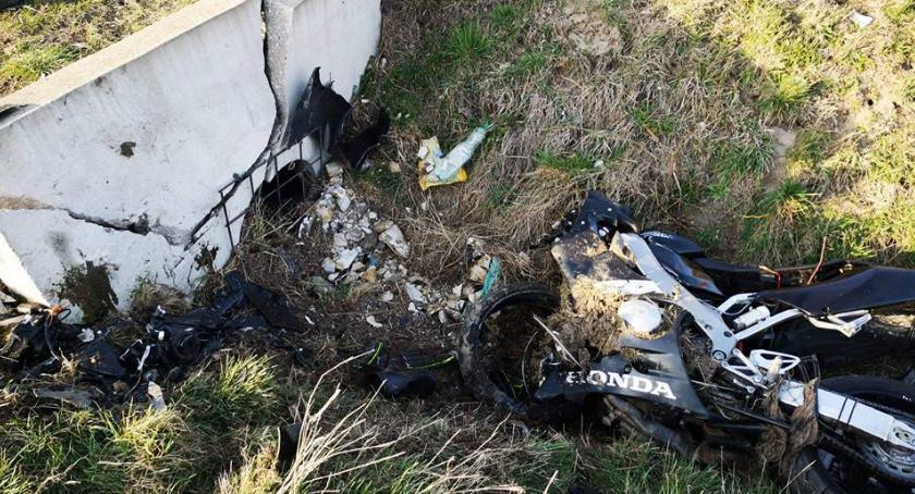 Wypadki drogowe, Motocyklista zginął wypadku Wrocławiem - zdjęcie, fotografia