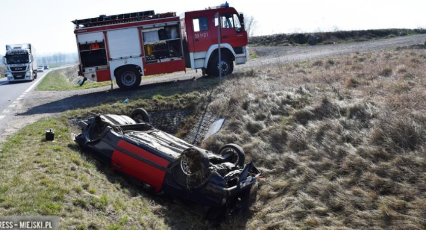 Wypadki drogowe, Zderzenie dwóch samochodów Ząbkowicach - zdjęcie, fotografia
