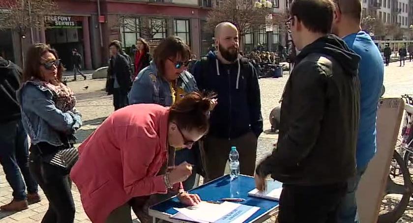 Miasto, Szczepimy lubimy wrocławskim rynku Zebrano podpisów - zdjęcie, fotografia