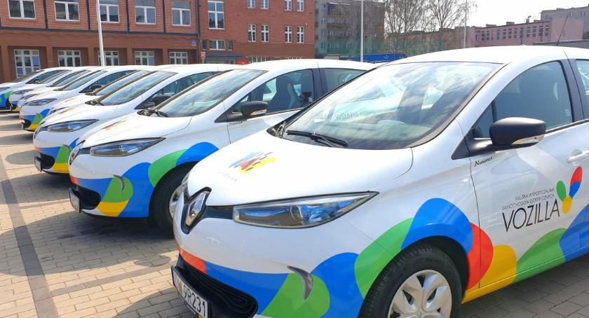 Komunikacja, Czterdzieści Renault barwach Vozilli jeździ Wrocławiu - zdjęcie, fotografia